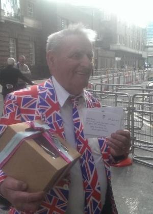 Terry Hutt ganhou um bolo, juntamente com um cartão de felicitações, diretamente da realeza britânica no dia em que completou 80 anos