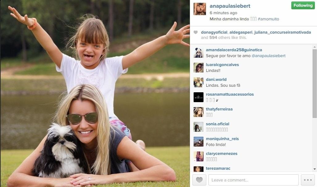 3.mai.2015 - Três dias depois de se casar com Roberto Justus, Ana Paula Siebert postou uma imagem com a enteada Rafaella.