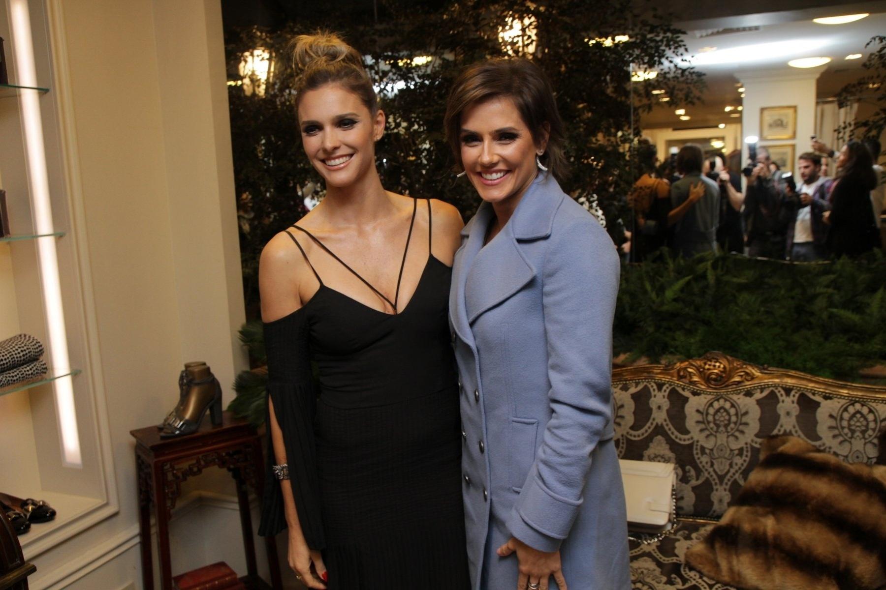 05.mai.2015 - Mãe de gêmeos, Fernanda Lima deu dicas para Deborah Secco, que está grávida do primeiro filho