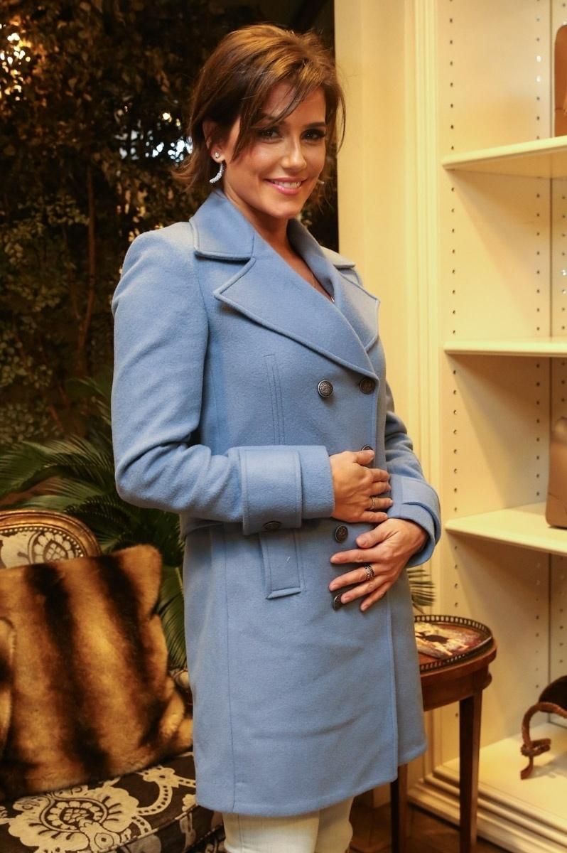 05.maio.2015 - Deborah Secco participou de seu primeiro evento público desde que anunciou que está grávida do primeiro filho. Ela participou de um lançamento especial para o dia das mães de uma loja em São Paulo. Por conta da novidade, a atriz precisou deixar o elenco de