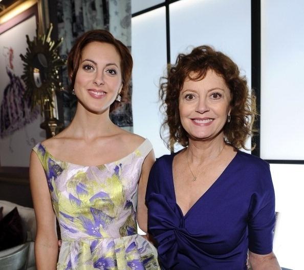 11.set.2011 - Não é preciso cerrar os olhos para notar as semelhanças entre Eva Amurri e Susan Sarandon. A foto mostra as duas atrizes em um desfile de moda da Mercedes-Benz Fashion Week, em Nova York