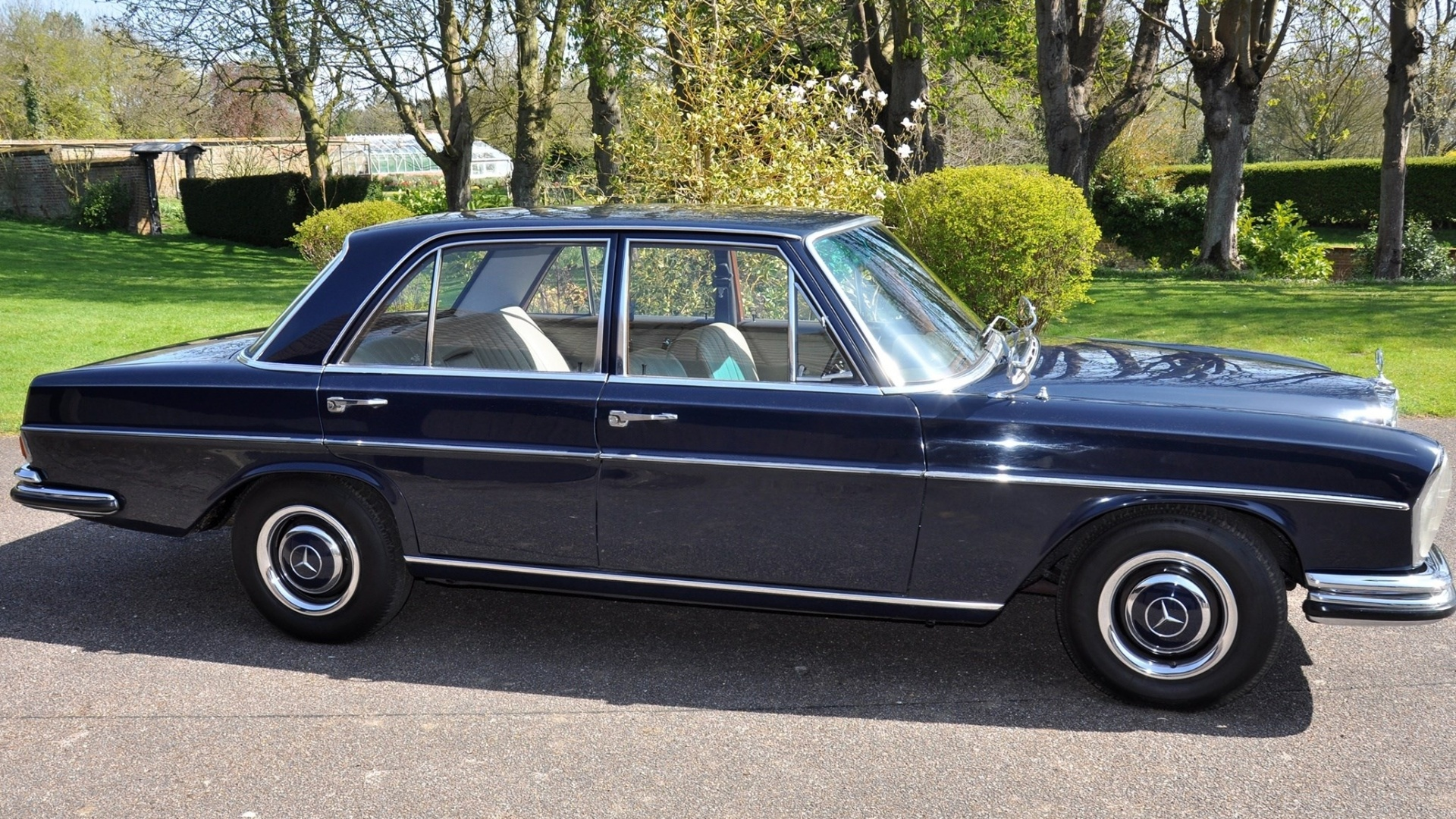 Mercedes-Benz 250 S do baixista Bill Wyman, que será leiloada