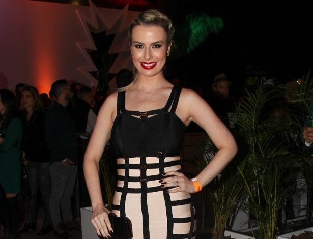 6.mai.2015 - A ex-BBB Fernanda Keulla comparece à festa de 5 anos do canal Viva!, no Teatro Alfa, em São Paulo