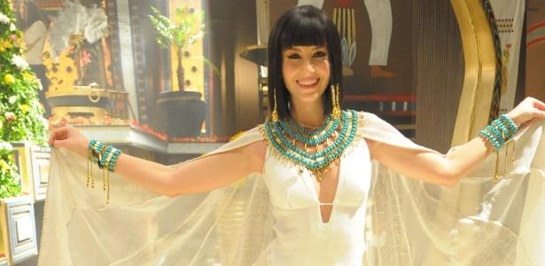 """Em """"Os Dez Mandamentos"""", a atriz Bárbara França interpreta a personagem Maya, noiva de Ramsés (Sérgio Marone)"""