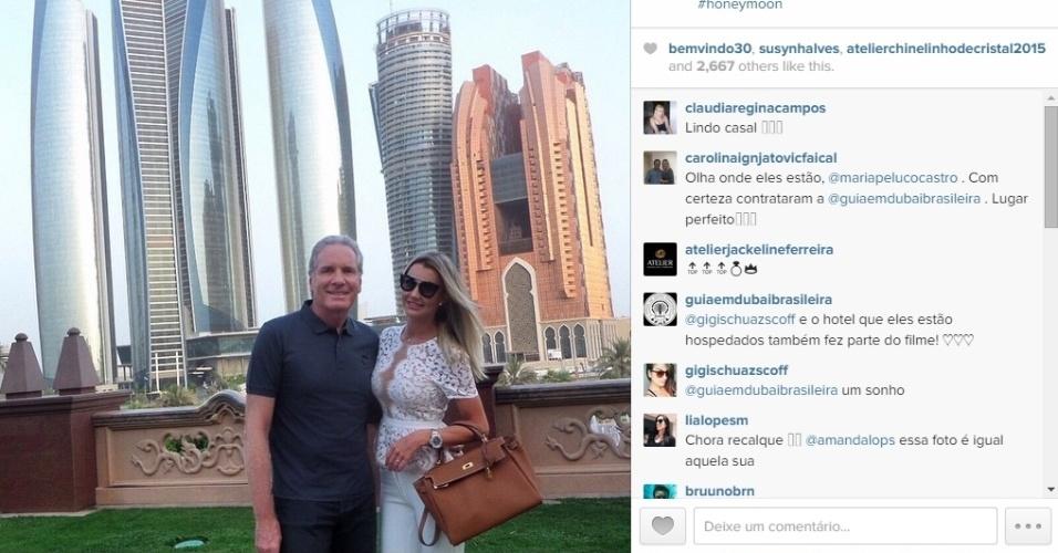 07.mai.2015 - Após publicar várias fotos sozinha durante a viagem, Ana Paula comemora a presença do marido.