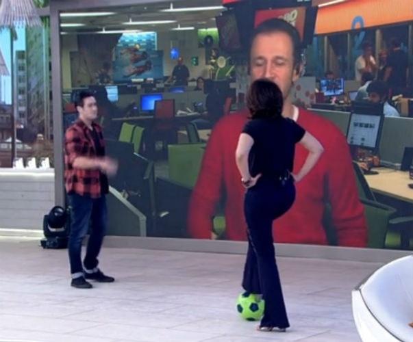 7.mai.2015 -  Ex-musa da Copa do Mundo, Fátima Bernardes jogou uma
