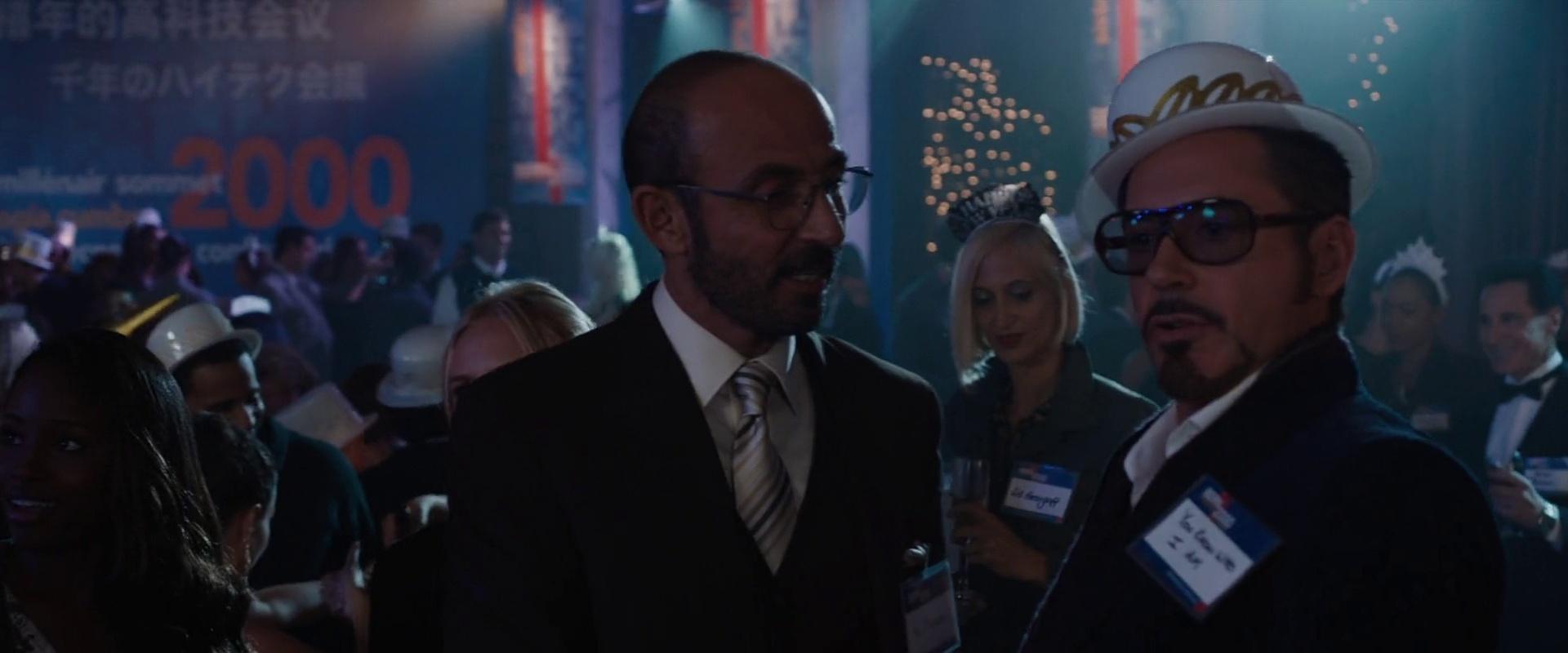 Ho Yinsen (Shaun Toub) e Tony Stark (Robert Downey Jr.), em