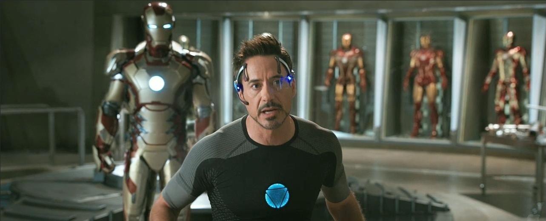 Robert Downey Jr, como Tony Stark