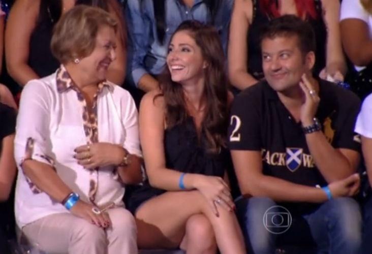 9.mai.2015 - O modelo, ator e DJ Jesus Luz apresentou a sua namorada durante participação no quadro
