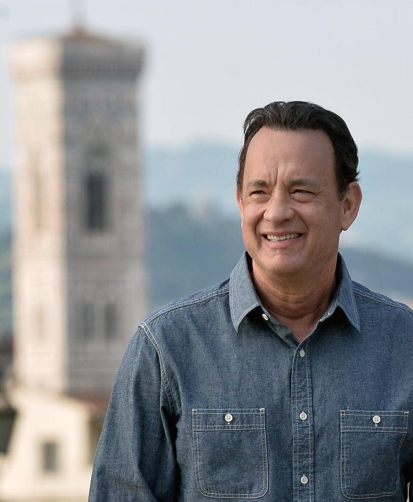 Tom Hanks posa em Florença para divulgar