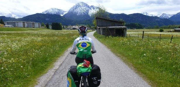 Quem vai de bike pode chegar a lugares que outros meios de transporte não alcançam