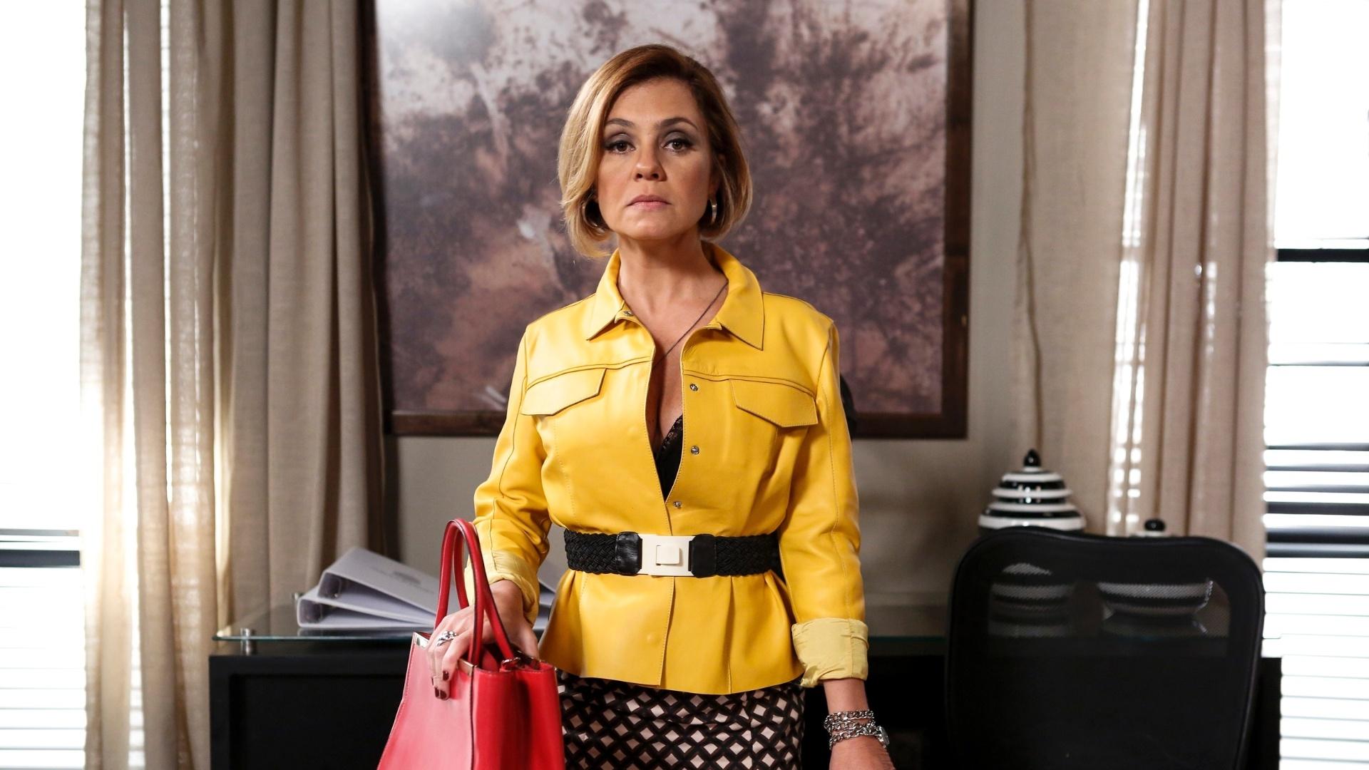 De novo visual e com cartas branca na direção da Souza Rangel, Inês (Adriana Esteves) provoca e ameça Beatriz (Glória Pires)