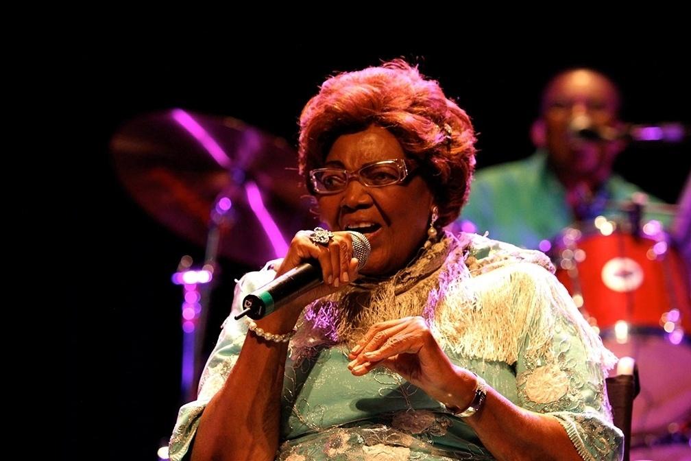 Dona Ivone Lara durante show no Auditório Ibirapuera, em março de 2013.