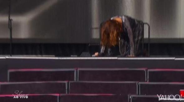 Ivete Sangalo cai durante sua apresentação no Rock in Rio Las Vegas