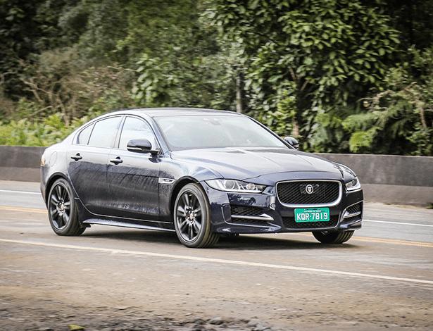 Jaguar XE é flagrado no Caminho do Mar, em São Bernardo do Campo (SP)