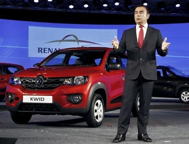 Chefão do grupo, Carlos Ghosn, durante apresentação global do Kwid no Salão de Nova Déli 2015; carrinho nasceu na Índia tendo Brasil como destino certo