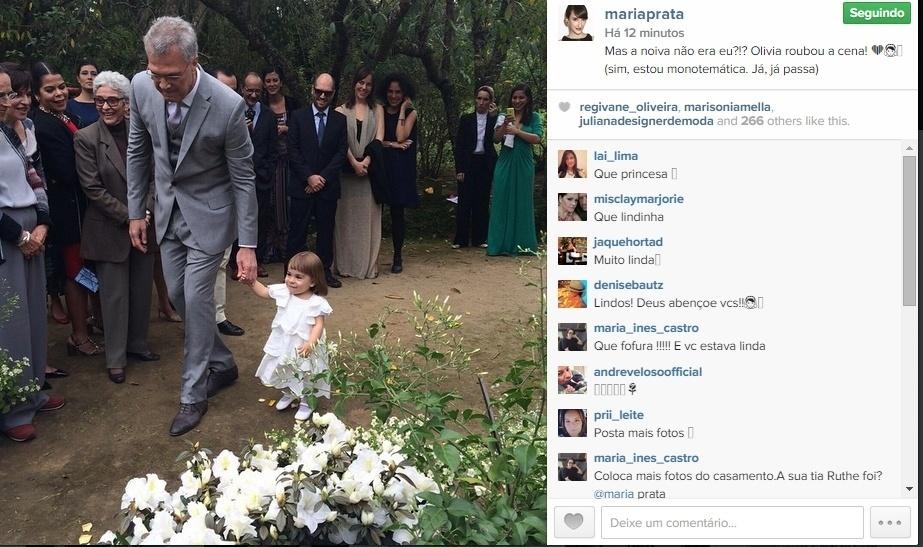 26.mai.2015 - Maria Prata, que se casou com o apresentador Pedro Bial no último sábado, estava animada com as lembranças do casamento. Ela publicou em seu perfil no Instagram uma imagem fofa do marido durante a cerimônia, enquanto ele dava a mão e levava a daminha para o altar.