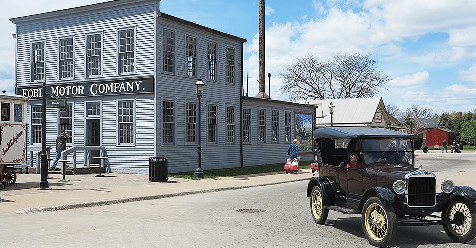 Ford T em frente ao Museu Ford, em Dearborn, Detroit (EUA)