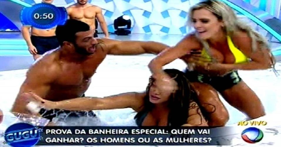 28.mai.2015 - Kleber Bambam pede a Gugu Liberato para enfrentar Denise Rocha e Fabiana Andrade na