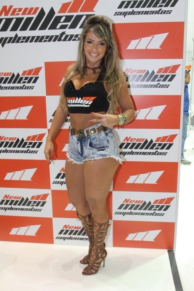 29.mai.2015 - A ex-BBB Fani Pacheco participa do Arnold Classic 2015, evento que acontece até domingo no Riocentro