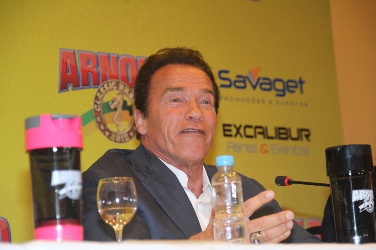 Arnold Schwarzenegger veio ao Rio de Janeiro participar do Arnold Classic Brasil 2015, evento de fisioculturismo e feira de negócios do setor fitness que vai de 29 a 31 de maio, no RioCentro. O evento reúne 190 estandes, que prometem movimentar R$ 100 milhões em negócios ? R$ 20 milhões a mais do que no ano passado. As celebridades que gostam de malhar marcaram presença. Confira!