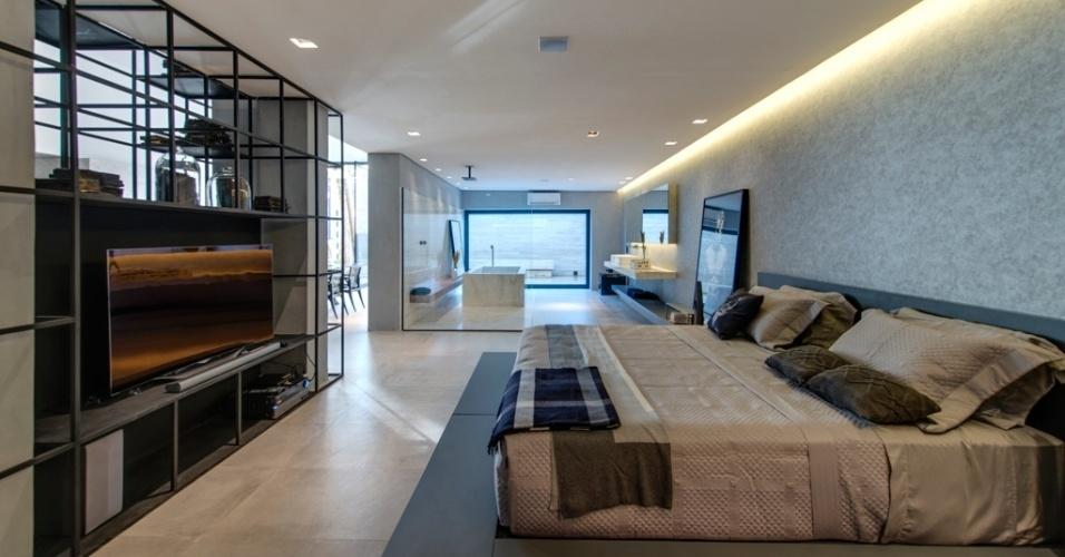 Casa Cor SP 2015 - O arquiteto Léo Shehtman criou na Casa P&B ambientes fluidos e integrados através de grandes vãos e de nichos vazados em aço preto (que se transformam em estantes, como se vê no quarto)