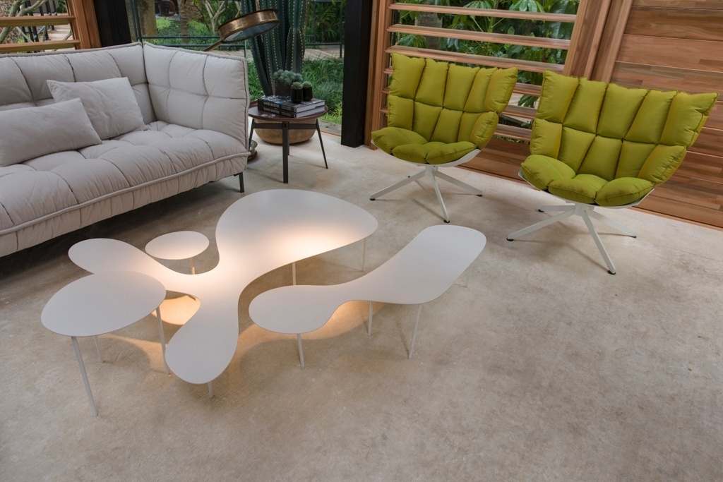 Casa Cor SP 2015 - A moderna mesa de centro da Casa do Bosque, de David Bastos, é uma composição e pertence à coleção Rabbit and the Tortoise, do Studio Juju (de Singapura), para a italiana Living Divani