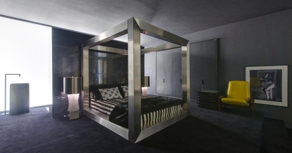 Casa Cor SP 2015 - A cama com dossel em aço inox é umas das peças desenhadas pelo arquiteto Guilherme Torres e lançadas em seu espaço cosmopolita chamado Today Skin