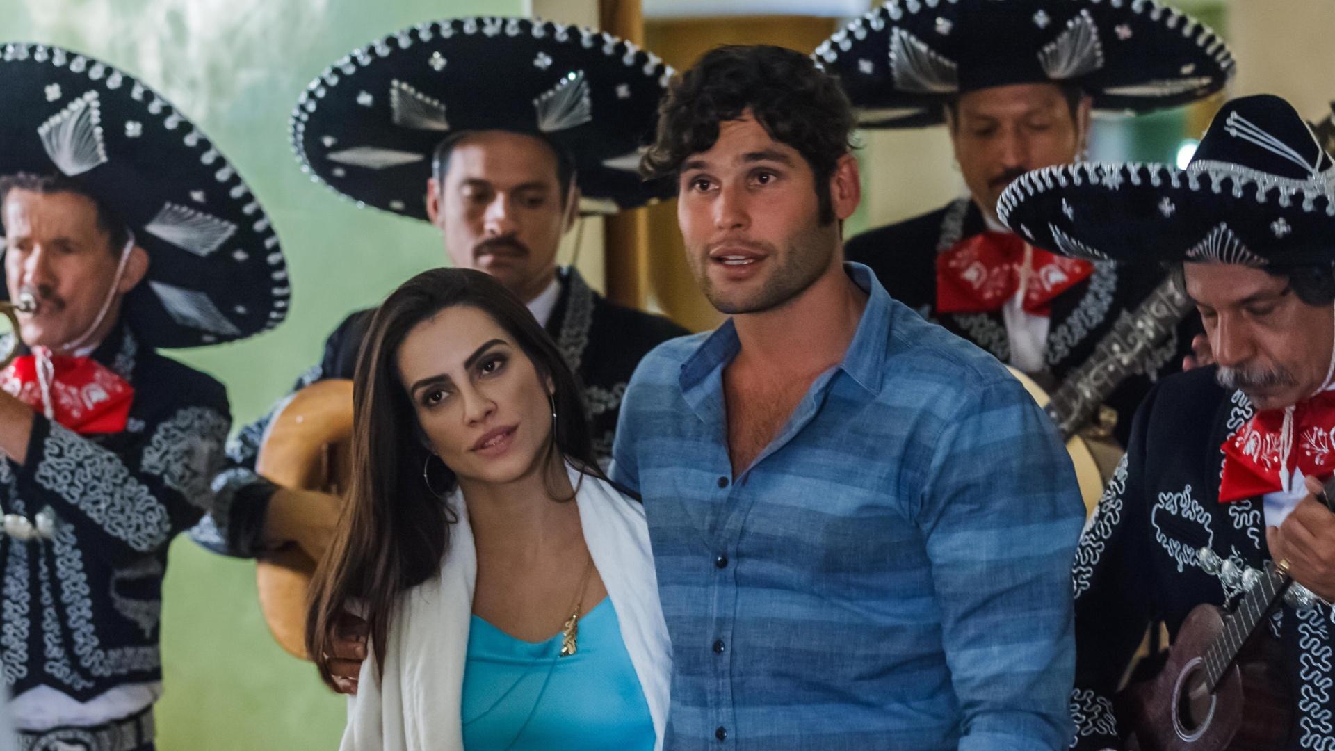 Cleo Pires em cena com Dudu Azevedo no filme