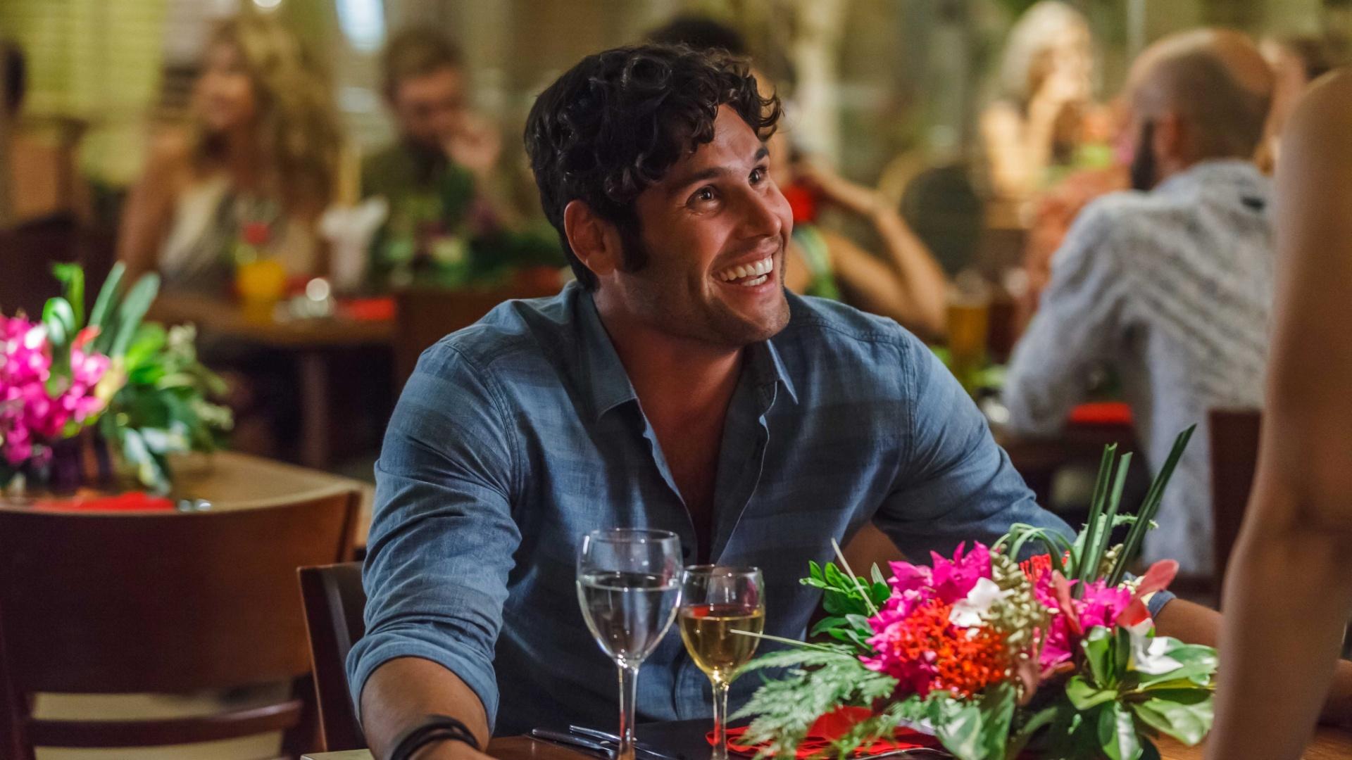 Dudu Azevedo interpreta Marcelo, que viaja até Cancun para tentar reconquistar o amor de Tati