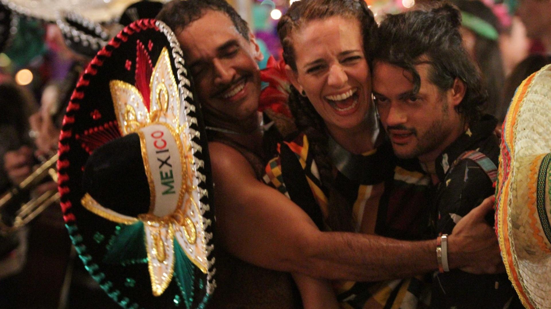 Álamo Facó interpreta Magrão, melhor amigo de Marcelo. A atriz Leticia Novaes interpreta Paula, melhor amiga de Tati