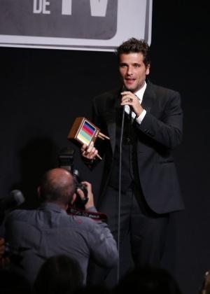 Bruno recebe o prêmio de Melhor Ator