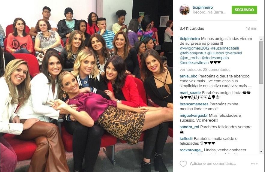 16.jun.2015 - No dia em que completa 39 anos, Ticiane Pinheiro recebeu a visita das amigas, que foram até os estúdios da TV Record, onde ela apresenta o