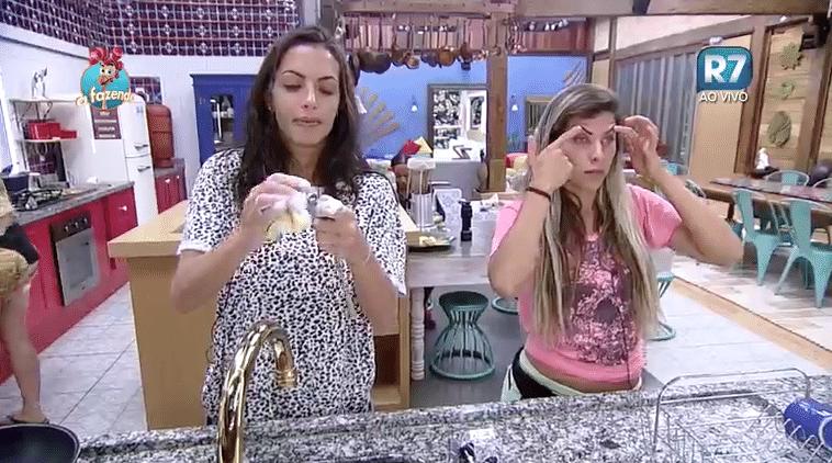 3.nov.2015 - Ana Paula diz que coloca botox para levantar a sombrancelha.