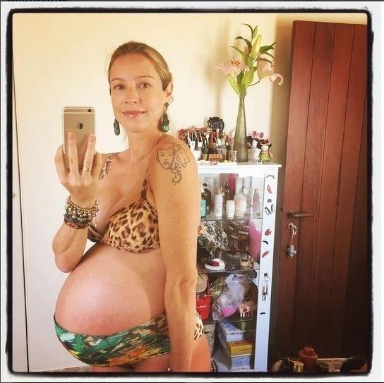 23.ago.2015 - Faltando poucos dias para completar o nono mês de gravidez dos gêmeos Liz e Bem, Luana Piovani postou na manhã deste domingo (23) uma foto de biquíni em seu Instagram ? E hj é dia do queee???De vida-filmeeee, piscininha, relax, mamma, Bolota, Lata, papito... #gratidao #casamalela Boa semana galera. Que seja de luz e boas notícias ! Olha o bikinao que muso