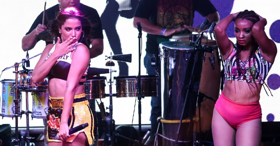 Anitta no ensaio do Bloco das Poderosas, no Rio