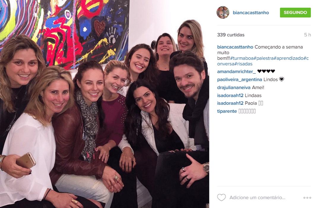 7.jul.2015 - Paolla Oliveira aparece sem maquiagem em foto postada no Instagram de Bianca Casttanho, na madrugada desta terça-feira