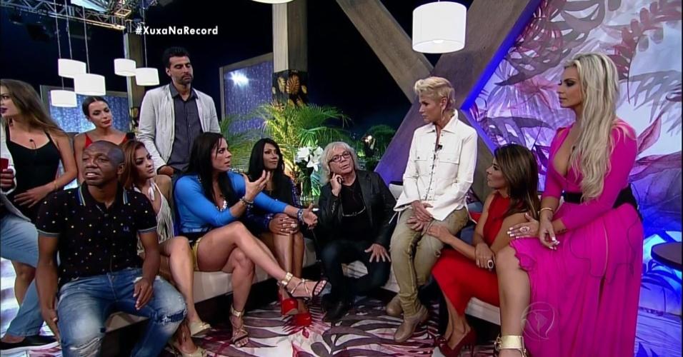7.dez.2015 - Xuxa fez muitas perguntas aos ex-participantes