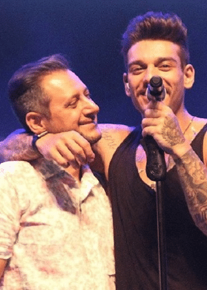 Lucas Lucco abraça o pai, Paulo Roberto