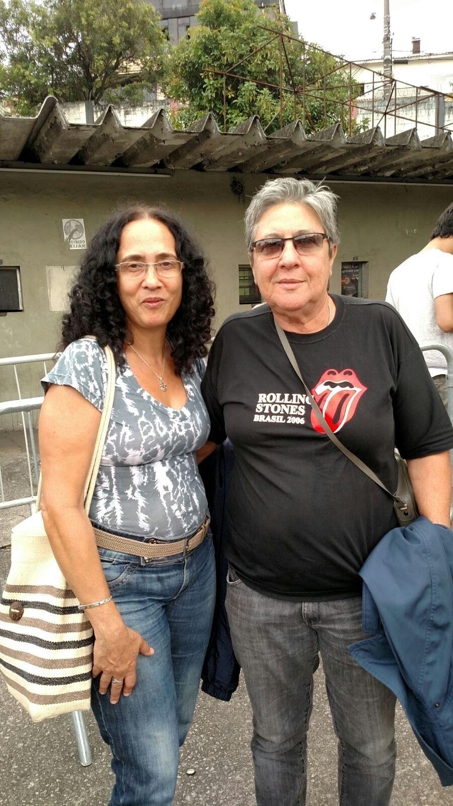 27.fev.2016 - Sandra Carnio e Clarina Fasanaro, de Jundiaí (SP), vão ficar na cadeira cativa. Elas foram ao show dos Stones em Copacabana em 2006