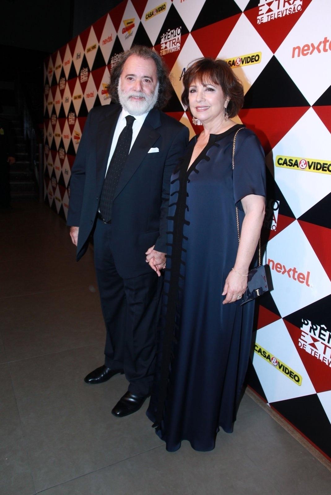 17.nov.2015 - Tony Ramos e sua mulher, Lidiane Barbosa, na 17ª edição do Prêmio Extra de Televisão, no Rio de Janeiro