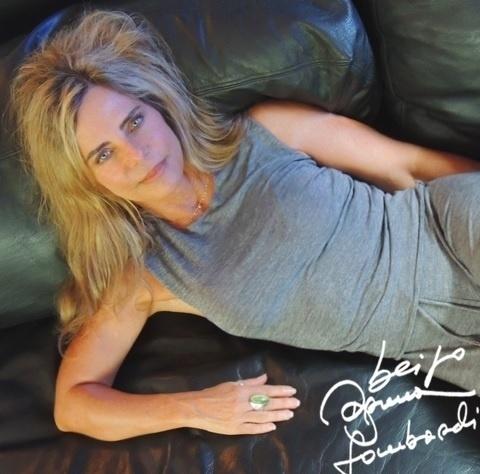 Bruna Lombardi gosta de postar fotos autografadas em sua rede social