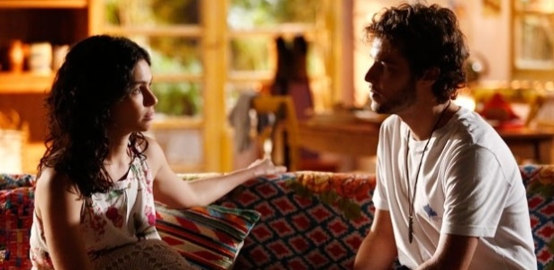 Pedro (Jayme Matarazzo) conversa com Taís (Maria Flor) e assume que pretende reconquistar Júlia (Isabelle Drummond)
