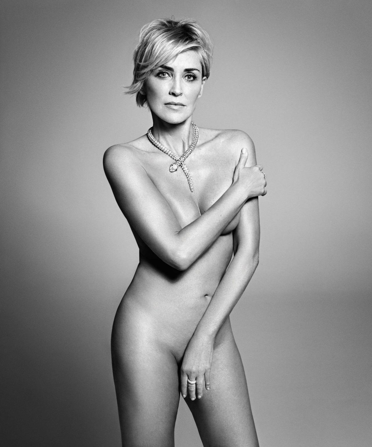 Aos 57 anos, Sharon Stone posa nua para a revista