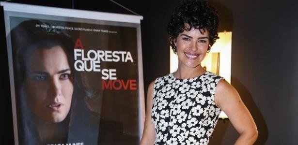 """Ana Paula Arósio posa ao apresentaro filme """"A Floresta que se Move"""""""