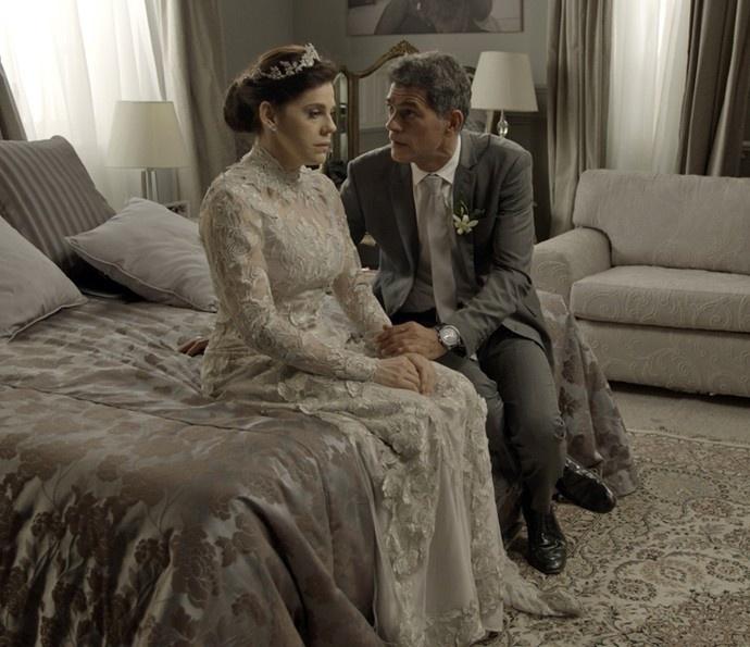 Nelita (Bárbara Paz) descobre verdade sobre Orlando (Eduardo Moscovis) no dia de seu casamento em