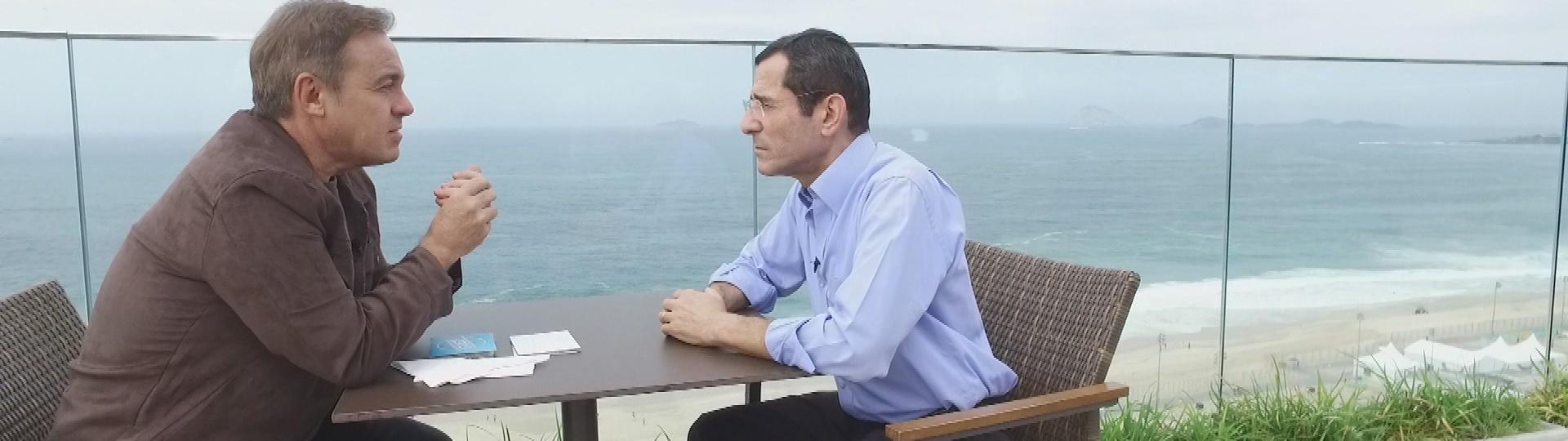 Gugu entrevista o jornalista Arnaldo Duran, que foi diagnosticado com síndrome de Machado-Joseph, mesma doença que matou o ator Guilherme Karan