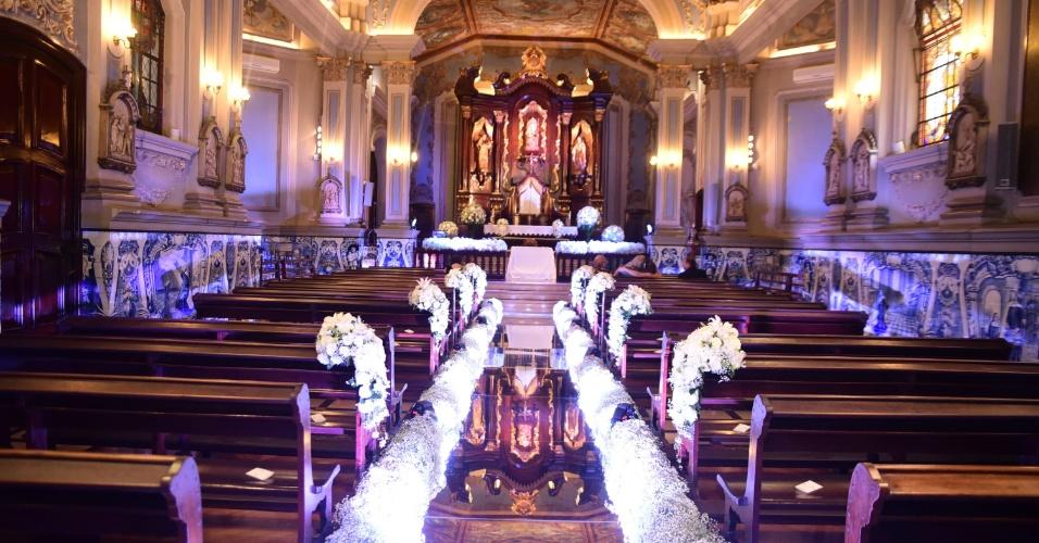4.set.2016 - Os ex-BBBs Kamilla Salgado e Eliéser Ambrósio se casam em cerimônia religiosa na capela da PUC-SP. Os ex-BBBs já se casaram no civil há quase dois meses, no dia 16 de julho