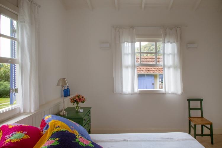 Sítio em Petrópolis é um convite ao descanso em galpões dos anos 70  BOL Fot -> Banheiro Simples De Sitio