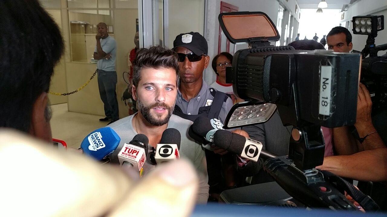 Bruno Gagliasso prestou queixa na Delegacia de Repressão aos Crimes de Informática nesta quarta-feira (16)